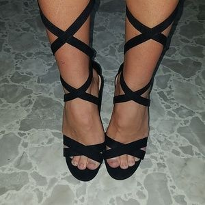New! Black lace up heels